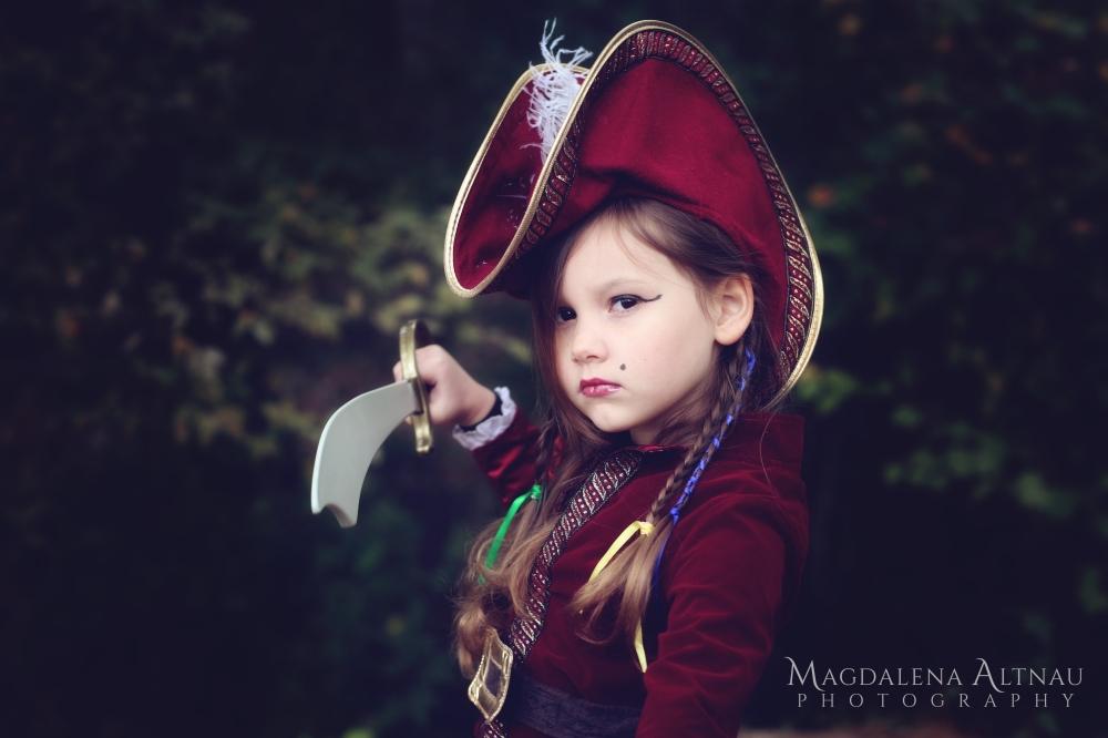 Bluestocking At Home | Halloween 2017 | Pirate Captain (4)